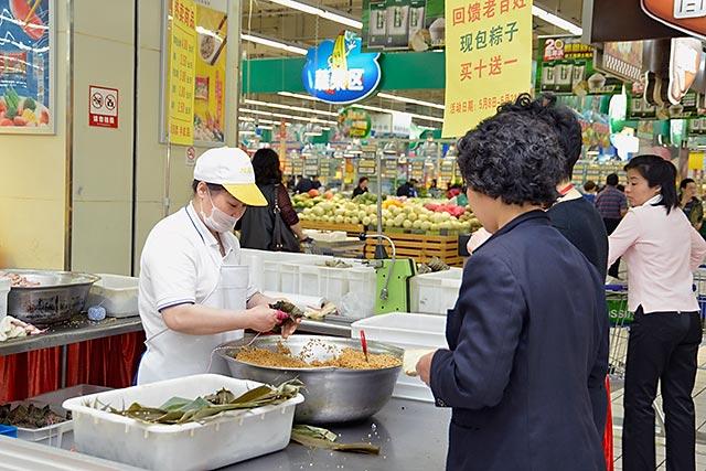 五芳斋包粽子的方法与步骤图